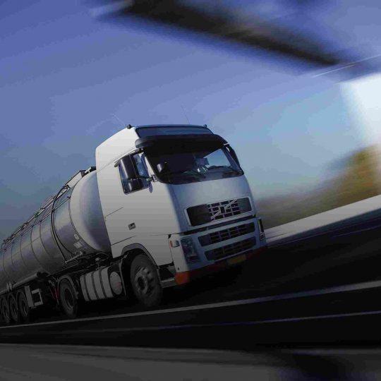 https://domusfincas.es/wp-content/uploads/2015/09/White-Truck-single-540x540.jpg