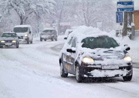 nieve_coche_carretera.jpg